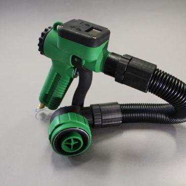 Eine digitale Kunststoff-Pistole mit Schlauch und einem 90° SMART Quick Connect.