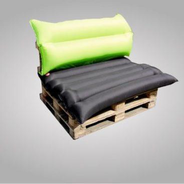 Ein Speedchair als Palettenmöbel in limettengün und schwarz.