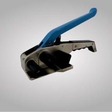 Ein Haspelspanner mit blauem Griff für das spannen von Gurtbändern.