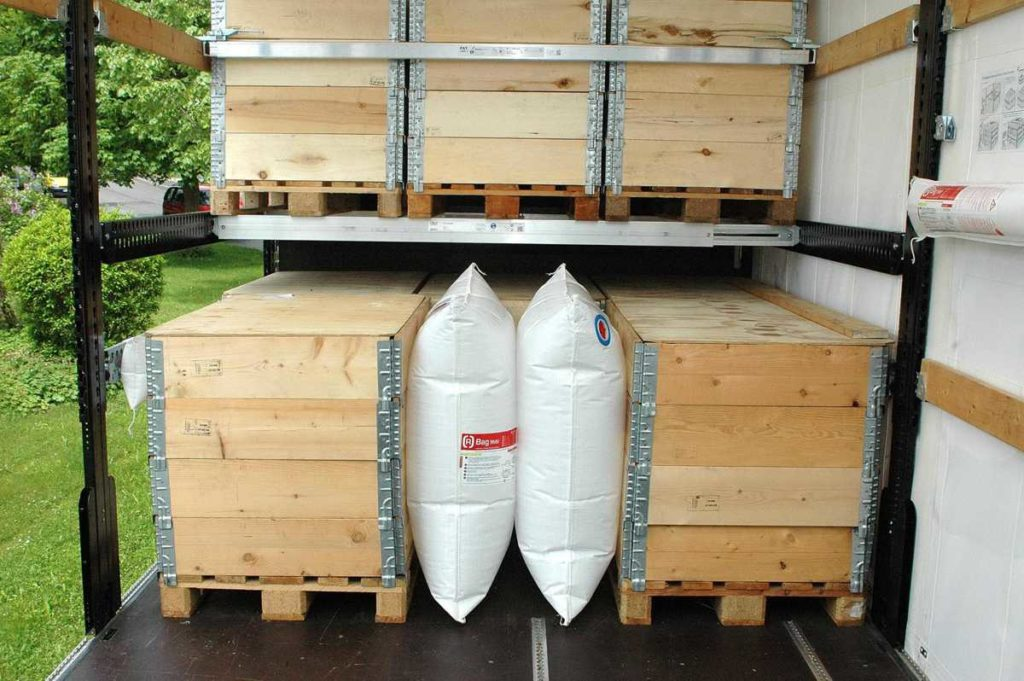 Application picture of a double chamber between two pallets in a container.