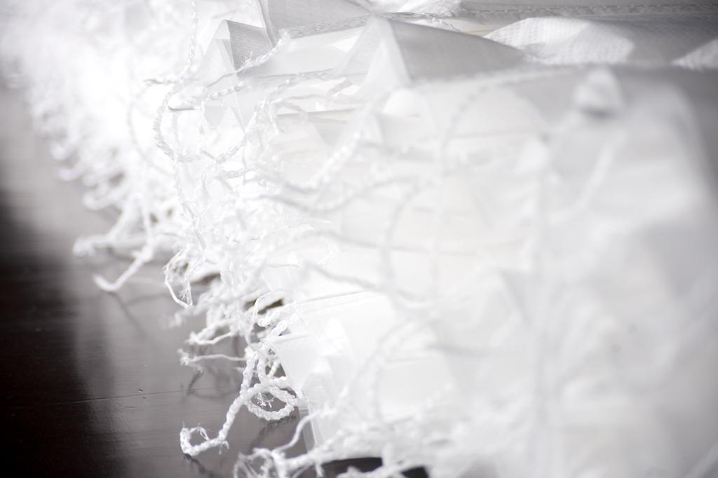 Nahaufnahme von Staupolstern mit weißen Nähten Rothschenk