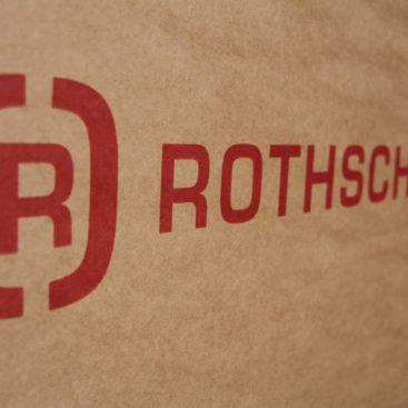 Eine Nahaufnahme des Rothschenk-Logos auf einer Kartonage.
