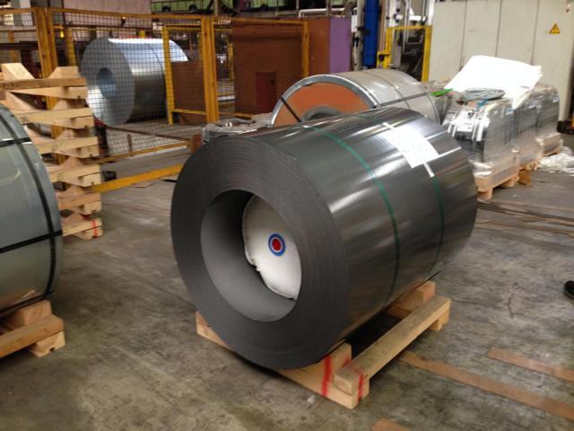 Ein spezielles Luftkissen der G&H GmbH Rothschenk sichert einen Stahlcoil vor der Verformung beim Transport. | Metallprodukte sichern | Rothschenk Individuallösungen