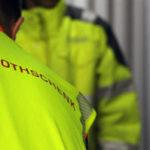 Mitarbeiter der G&H GmbH Rothschenk sichern die Ladung in einem Container.
