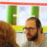 Mitarbeiter der G&H GmbH Rothschenk beraten über ein Projekt.