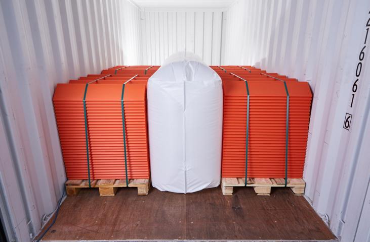 Staupolster 3D Rothschenk in der Anwendung im Container